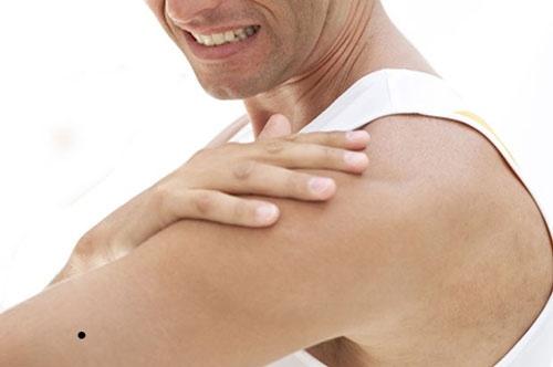 nốt ruồi ở bắp tay trái