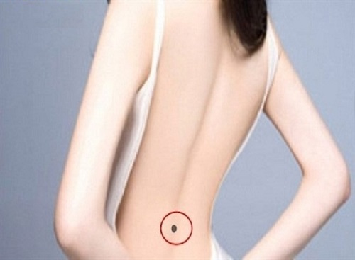 nốt ruồi sau lưng