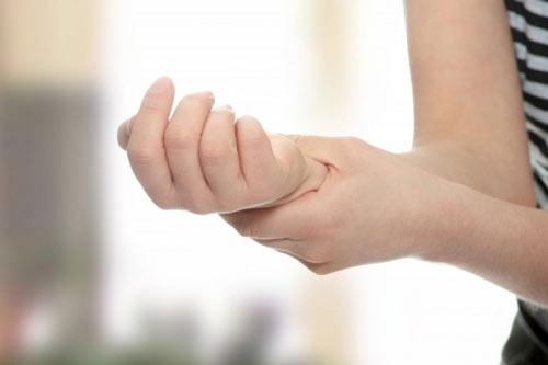nốt ruồi son ở cổ tay
