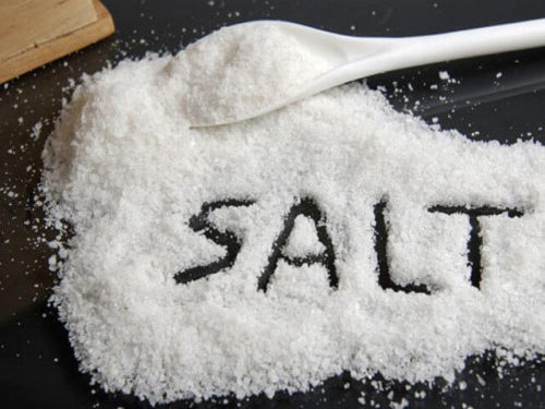 tẩy da chết bằng muối và chanh
