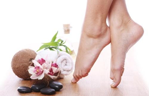 tẩy da chết gót chân tại nhà